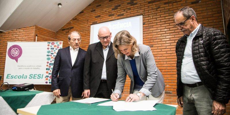 Assinatura da parceria com prefeitura de Pelotas